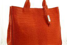 Aga A4 Biznes Arangio-orange / Model Aga wykonany jest z szlachetnej naturalnej skóry. Jest to idealna torebka dla kobiet aktywnych zawodowo.