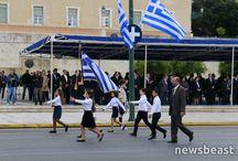 Μαθητική ΠΡΈΛΑΣΗ της Επετίου 1940 στο κέντρο της Αθήνας
