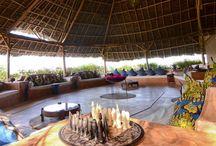 KASHA BOUTIQUE HOTEL  - TANZANIA / E' un grazioso boutique hotel situato nella costa Nord Est di Zanzibar nel villaggio di Matemwe, famoso per la barriera corallina dell'atollo di Mnemba, una delle zone più tranquille, esclusive e serene, sospeso su una roccia di corallo affacciata sulla laguna strepitosa. Il servizio è completamente personalizzato grazie al numero limitato di camere che permette  allo staff di curare ogni dettaglio e di accontentare le necessità di ogni ospite.