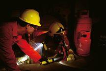 Latarki EX Atex / Narzędzia nieiskrzące oraz latarki w wykonaniu Ex Atex są przeznaczone do stosowania w miejscach, gdzie występuje wysokie zagrożenie wybuchem wynikające z obecności w otoczeniu gazów lub płynów zapalnych bądź wybuchowych.