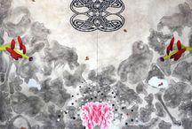 Cecilia Vázquez / Cecilia Vázquez realiza estudios de Licenciatura en Artes Visuales en la Escuela Nacional de Artes Plásticas, U.N.A.M., y de Maestría en Bellas Artes en el Massachussets College of Art en Boston, E.U. Su obra ha sido expuesta, en muestras individuales y colectivas, en diversos lugares alrededor del mundo