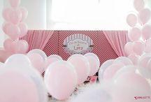 Decoração Chá de Boneca / A festa de boneca é um estilo de decoração usada para aniversariantes entre 6 e 10 anos, onde convida apenas suas amigas. Nessa decoração as bonecas são usadas como se fossem uma grande brincadeira que comemora o aniversário. Os balões da Balão Cultura entram em uma proposta de deixar o Chá de Boneca mais delicado.  #euamobalões #festadeboneca #qualatex #festademenina #festarosa #minifesta #festapersonalizada #bolo #aniversário #party #girlparty #cultureballoon
