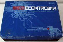 Vintage electronic kit stavebnice MEZ Elektronik - 01 / Czechoslovak vintage elektronic kit (1980s). Československá stavebnice z 80. let 20. století.