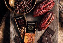 Ciocolata Amattler / Ciocolata catalana de înaltă gama fără gluten. Marca de Lux a producătorului Simon Coll. Aspectul vintage, rețeta de fabricare neschimbata de 100 de ani, alături de materia prima provenita din culturi nobile din Ecuador și Ghana, fac din ciocolata Amattler un punct de reper în domeniul ciocolatei oferind iubitorilor de ciocolata și de dulce o experiență inegalabila.