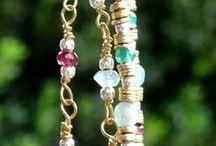 Collar multicolor con piedras