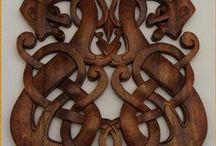 Vikingeornamenter / Ornamenter, mønstre, tegninger der er vikingerelaterede eller lignende til inspiration.