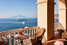 Stunning Suites / The suites at Excelsior Vittoria are the ultimate in luxury and comfort: Margaret, Caruso, Aurora, Antique, Royal,  Pompei, Imperial and Vittoria to name but a few. Each has its own history, often made by the passing of the many celebrities who have stayed here in the romantic backdrop of the Sorrento peninsula.