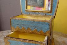 This is awesome! Vintage Italian jewelry box!