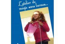 Livres de magie pour enfants - L'Atelier de Magie sans larmes / Après « La grande magie des tout petits », ce livre est la suite d'une aventure et d'une soif de transmettre et de partager. Ce sont trente années d'expérience au contact des enfants que vous offrent Peter Din, associé pour ce nouvel opus au magicien Hervé Pigny, coauteur avec Claude Rix de « Correspondance et manigances ».
