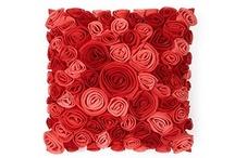 Подушки с флисовыми цветами / Идеи декора подушек