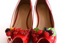 Upcycled Shoes - Wunderwelt der Schuhe / Schuhe sind soviel mehr ... Verliebt habe ich mich in der Barnaby Street in London in herrliche Burleske Schuhe und dann kam immer mehr Inspiration ... hier eine Sammlung an wahren Kunstwerken ... geht auf Reisen und bringt euch die Orte in Schuhen nach Hause *****