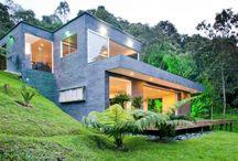 eğimli arazide evler