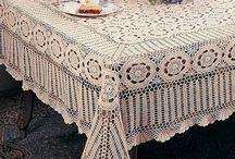 Toalha de Mesa de Crochê / Quer ver dicas de toalha de mesa de crochê? Confira nesse board toalha de mesa de crochê com gráfico e lindos modelos de toalha de mesa de crochê quadrada. Veja também toalha de mesa de crochê retangular, confira nossas dicas de toalha de mesa de crochê passo a passo para fazer uma linda toalha de mesa de crochê vermelha. Inspire-se em ideias de caminho de mesa, filet crochet e muito mais! #croche #toalhademesacroche #decoracao