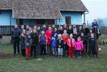În vizită la fundația Sfântul Francisc / Ziua de vineri a fost una memorabilă pentru noi, membrii echipei Navigator Software. Am ales să vizităm fundația Sfântul Francisc, un cămin fondat de fenomenul Böjte Csaba din satul Tirimia, pentru a încerca să aducem o rază de lumină care să le încălzească si sa lumineze sufletele copiilor cu ocazia Sărbătorii Magice a Crăciunului.