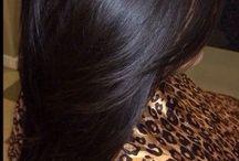 vlasy hnědá