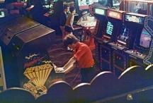 Videospielautomaten / Videospielautomaten aus Spielhallen und öffentlichen Plätzen. Im englischsprachigen Raum auch als Arcade-Games bekannt.