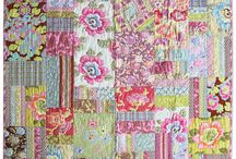 Amy Butler Blossum club from Jenny's Sewing Studio / Blossum Club is a new on-line magazine created by Amy Butler. The creations features use her fabrics, patterns and notions. The projects and magazine are free.
