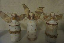 Petites bouteilles décorées .
