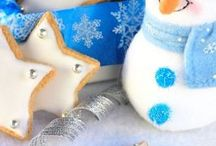 Biscuits et mignardises de Noël / Noël, ce n'est pas uniquement le 25, c'est tout le mois de décembre ! On s'organise ça prend du temps ! Qui viendra ou pas, qui s'occupe de quoi... Alors puisqu'il faut discuter de toutes ces questions essentielles, pourquoi ne pas le faire autour d'un café ou d'un thé en grignotant des petites douceurs ?