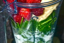 Healthy Smoothies & Drinks / by Leslie Berdecia
