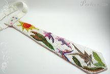 My beadwork - Mes bijoux en perles / Brodés ou tissés de petites perles de rocaille, parfois avec une touche de métal martelé, je vous présente mes principaux petits bijoux fantaisie.