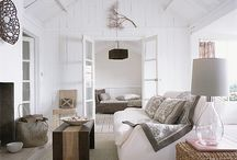 RELAXED STYLE / An calm, uncomplicated space with comfortable, oversized pieces in natural materials. A neutral palette layering linen, mohair and raw timbers.
