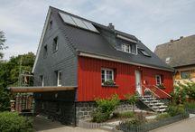 Fassadendämmung mit puren / Für die Dämmung von Fassaden bietet puren sowohl für hinterlüftete Konstruktionen, für sog. Zweischalen-Mauerwerk (Kerndämmung) als auch für Wärmedämmverbundsysteme Dämmelemente an.