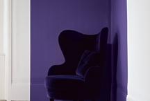 Inspiración Color Violeta / El violeta es un color valiente, de inspiración natural y crea ambientes serenos pero pasionales, como mezcla de tonos rojos y azules que es. ¡Atrévete a poner violeta en tu vida!