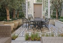 A Regents Park Garden ... (with a hint of Portafino) / A small garden, carefully designed to connect a house and its mews building together. All pictures copyright Peter Baistow.