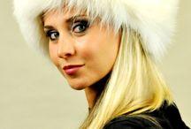Accessori pelliccia in volpe bianca / Lo store online internazionale amifur.com offre lussuosi accessori in pelliccia naturale, tra i quali eleganti accessori in vera volpe bianca.  www.amifur.com