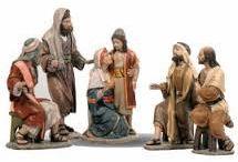 Jesús entre los Doctores / Sus padres iban cada año a Jerusalén en la fiesta de la Pascua. Cuando tenia 12 años, al ir sus padres, a cumplir el rito festivo, y volverse ellos, el niño Jesús se quedó en Jerusalén sin que sus padres lo advirtieran. Pensando que estaba en la caravana, anduvieron el camino de un día. Buscáronle entre parientes,  al no hallarle, se volvieron a Jerusalén . Al cabo de 3 días le hallaron en el Templo, sentado en medio de los doctores, quienes estaban sorprendidos por su inteligencia.