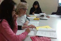 Lezione di italiano / I nostri studenti del primo livello impegnati ad imparare le preposizioni in lingua italiana durante la lezione di questa mattina alla nostra scuola di Firenze Forza!