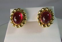 Vintage Jewelry / Lamon Jewelers in Knoxville, TN offers a limited collection of unique vintage jewelry as well as contemporary pieces: http://www.lamonjewelers.com/estate/