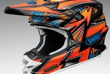 Cheap Motocross Helmet / AT MOTOCROSS has powered its way to become one of the leading supplier of motocross helmets in UK, competing with the market-leaders with respect to design and product quality. We stock all major motocross helmet brands, giving you a wide array of option to buy one that match your taste.