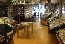 Platenzaken /  je weet wel, winkels waar je muziek koopt/kocht.