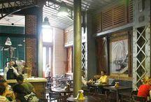 Factoría Plaza Vieja / Arte y cultura se dan la mano en la Factoría Plaza Vieja, un establecimiento que ofrece exquisitas cervezas, en sus modalidades clara, oscura y negra y deliciosas maltas, elaboradas con tecnología austriaca en el propio local. / by Paseos por La Habana