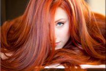 Hiukset punainen