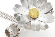 Kinetic Jewellery / It moves, it turns, surprises. Kinetic jewellery is fun and an increasing trend