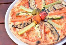 Top italienische Restaurants in München / Hier listen wir euch eine Auswahl der besten Italiener Münchens auf. Dabei beschränken wir uns natürlich nicht nur auf reine Pizzerien, sondern stellen auch Restaurants vor, die weitere Elemente italienischer Küche anbieten. Also neben Pasta auch viel Fisch, Fleisch und Gemüse.