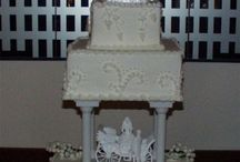 Disney Wedding Cakes / Be inspired by these amazing Disney wedding cakes. Lots of Cinderella castle cakes.