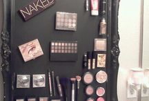MAKE UP ORGANIZING