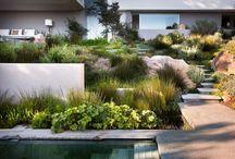 Místo pro odpočinek / Terasa za domem, zahrada nebo místnost v domě, kde se báječně odpočívá.