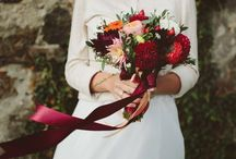 Bridal bouquet / At her wedding, a bride holds two important things in her hands: in one is the love and in another is the beauty.
