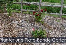 Plates-Bandes et Massifs - Étapes d'aménagement / Comment créer une plate-bande carton sans enlever le gazon. Technique de permaculture ou jardinage écologique. Utilisation du bois raméal fragmenté ou paillis organique.