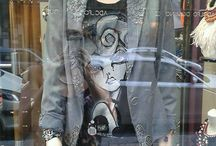 Bendita Pasión & Killer Story by Peio Duran / Peio Duran ha elegido a Bendita Pasión para ofreceros su línea de diseño KILLER STORY. Peio Duran es un diseñador bilbaíno, un artista con un talento, imaginación, magnetismo y pasión que engancha. KILLER STORY se basa en una novela de un asesino y en sus prendas Peio ilustra los personajes y los estampa en prendas únicas, exclusivas y maravillosas. La colección incluye camisetas, pantalones y por supuesto las míticas americanas KILLER STORY.