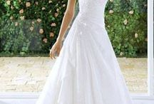 Wedding dress / by Allie Exstrom