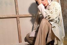 Lookbook Texturas y Memorias / Piezas 100% mexicanas, creaciones artesanales que forman una base de identidad en nuestro sistema de moda. El trabajo de diseñadores y firmas comprometidas con el desarrollo de un sector productivo en crecimiento, se fusiona para crear looks inspiradores que dan la bienvenida al otoño; ideas que se sustentan en los preceptos del estilo contemporáneo.