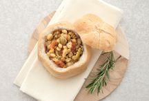 Cucchiai inzuppati / Portiamo in tavola il profumo, il calore e il gusto delle zuppe di varie qualità in cui gli ingredienti comuni sono gli ortaggi freschi e i proteici legumi