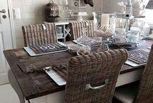 Tisch und Stuehle