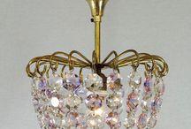 Zakkroonluchters / Kristallen kroonluchters in de vorm van een zak, ook wel sac-a-perle genoemd.